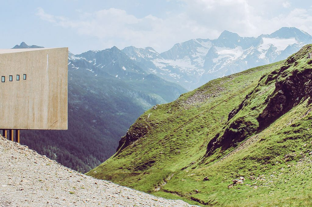 Timmelsjoch Hochalpenstrasse mit Aussichtsplattform