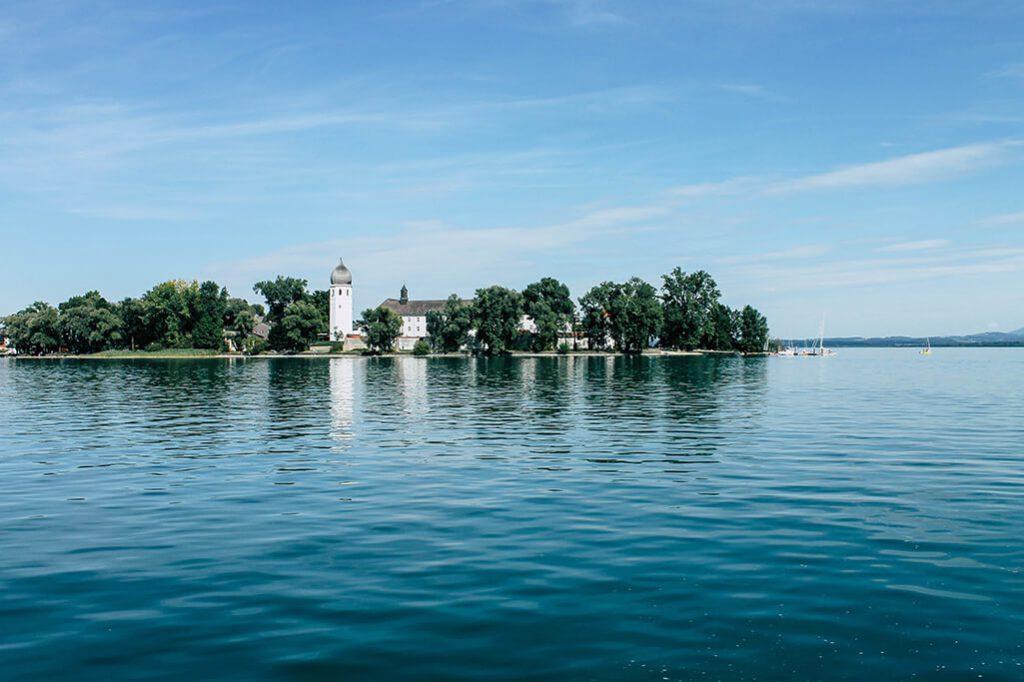 Blick auf die Insel Herrenchiemsee