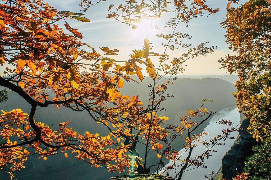 Wandern im Herbst auf dem Malerweg