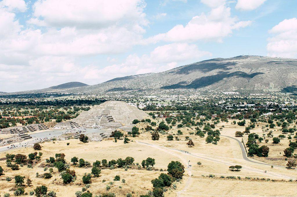 Blick auf die Pyramiden Teotihuacán