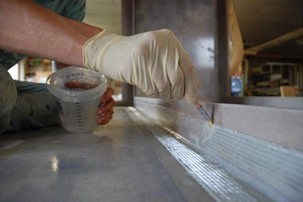 Versiegelung beim Bauen der Absetzkabine für Pritschenwagen