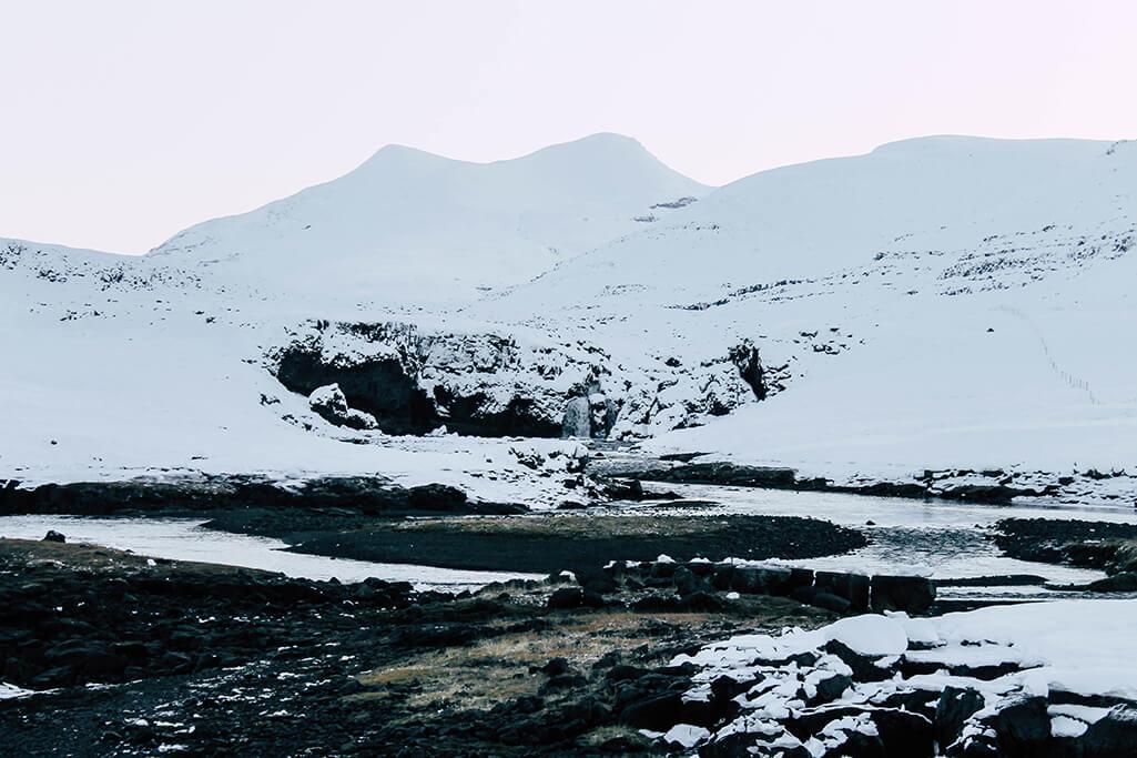 Wasserfall im Fjord bei Reykjavik