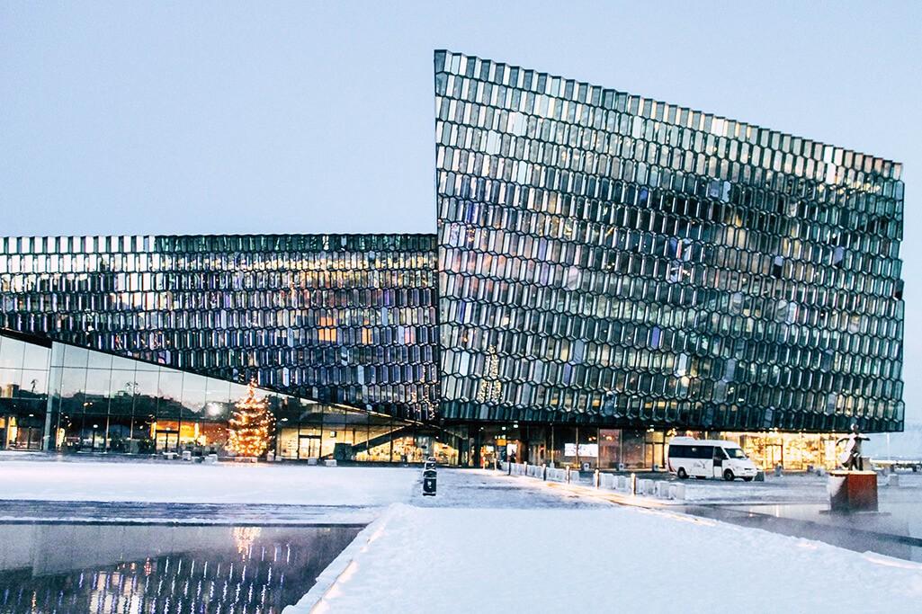 Blick auf das Konzerthaus Harpa in Reykjavik