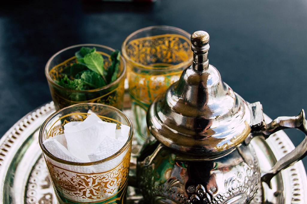marokkanischer Minztee klassisch zubereitet