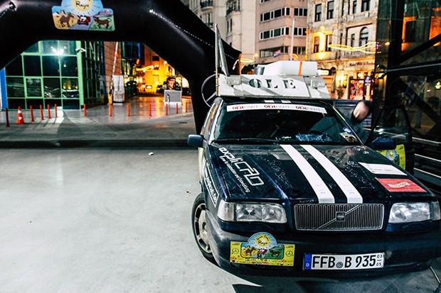 Volvo 850 auf Parkplatz in Istanbul