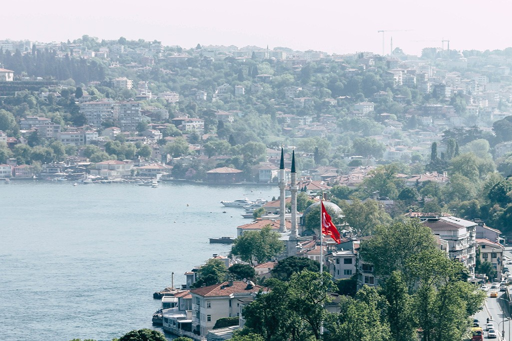 Blick ueber den Bosporus in Istanbul