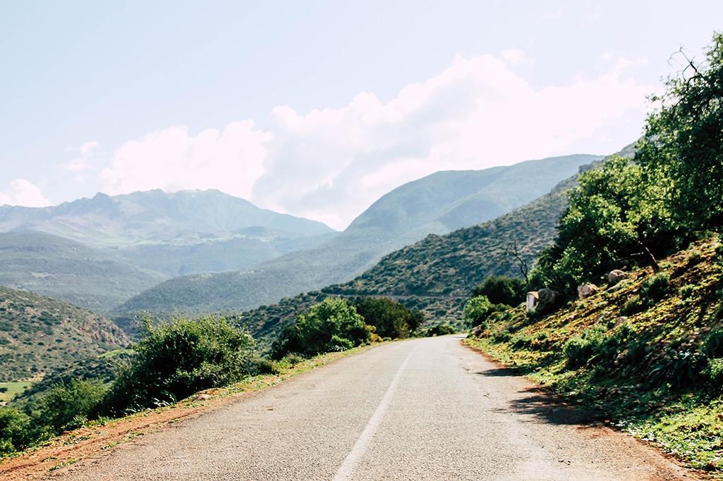 Straße am Rand des Atlasgebirges
