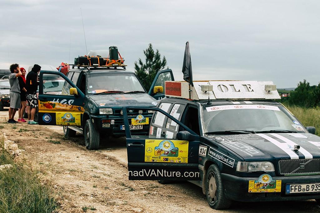 Rallyefahrzeuge am Ulubey Canyon