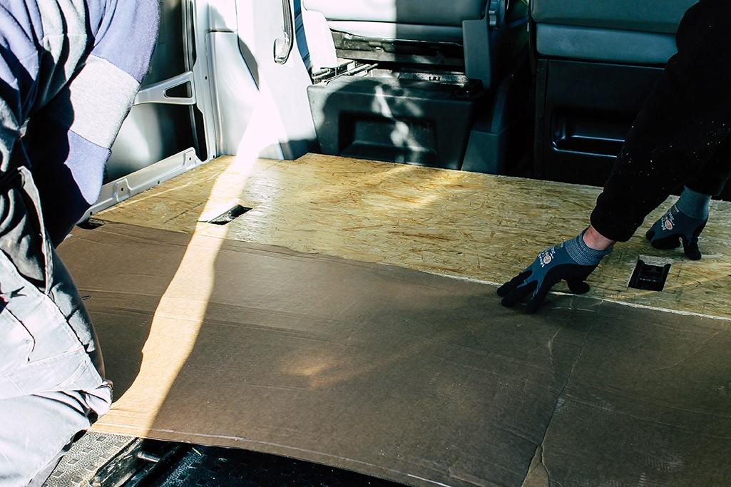 Abmessen der Bodenplatte fuer den Camperausbau