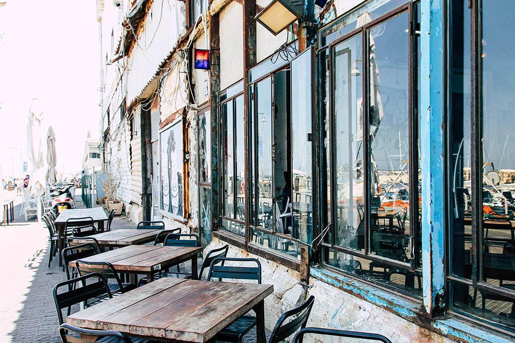 Ein Cafe am Hafen von Jaffa in Tel Aviv