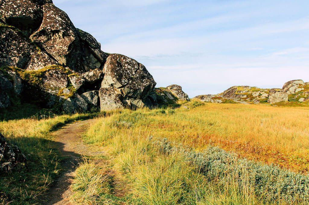 Der alte Karrenweg auf dem Weg nach Utakleiv