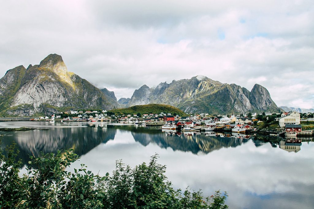 Blick auf das Dorf Reine auf den Lofoten