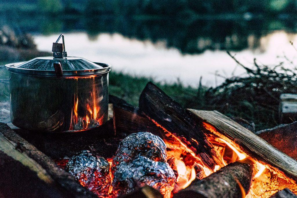 Kochen auf Lagerfeuer