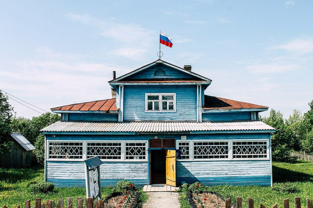 Gebaude im Ort Goritsy