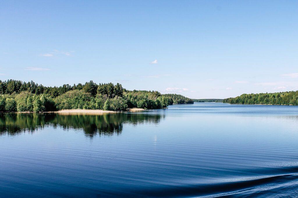 Seitenarm vom See Onega in Russland