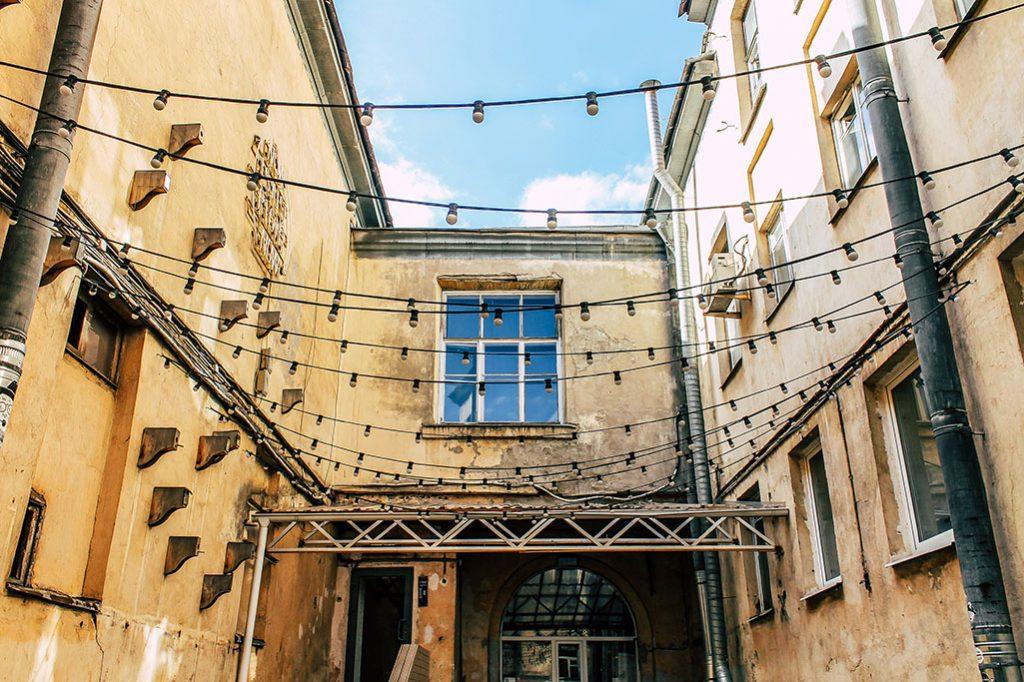 Ein Hinterhof in St. Petersburg