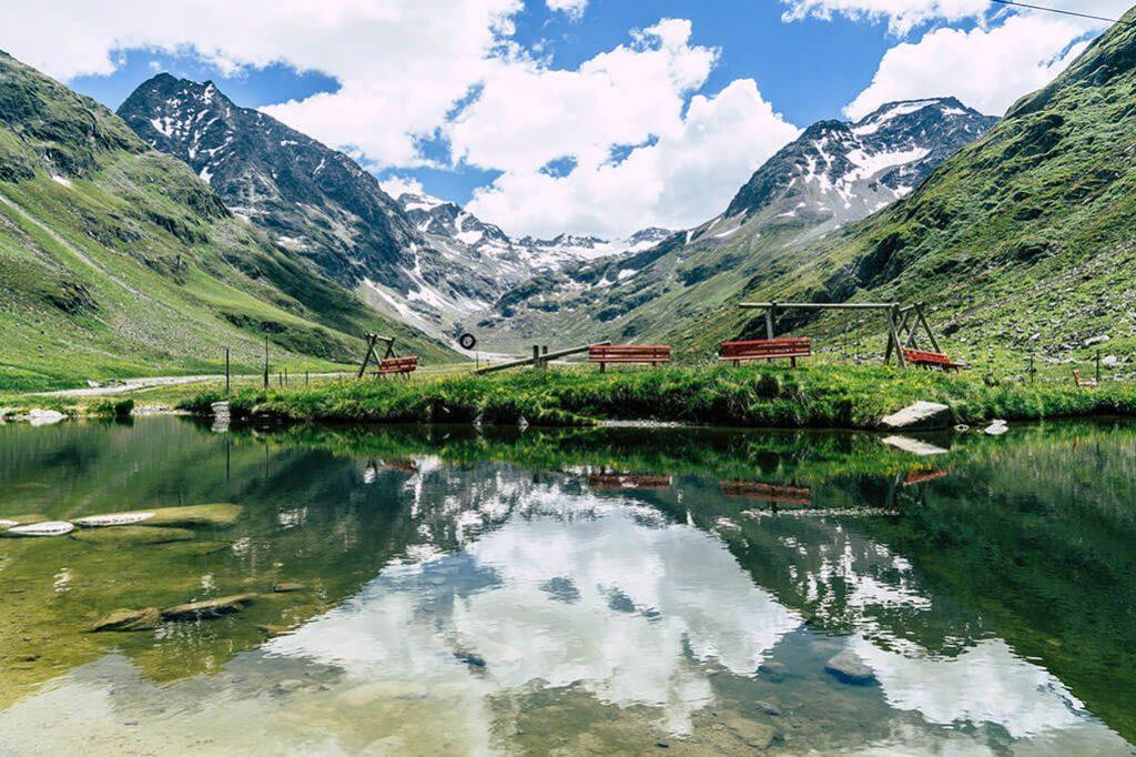 kleiner See mit Spielplatz an der Amberger Huette