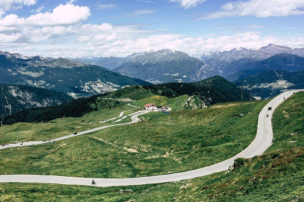 Aussicht vom Jaufenpass auf die Bergwelt
