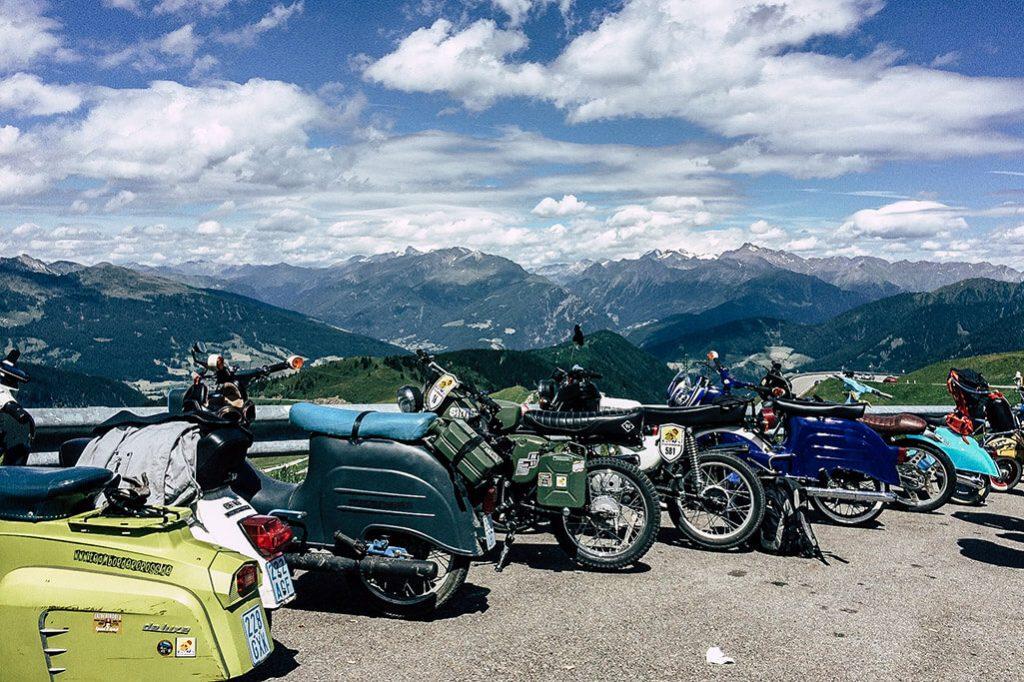 Mopeds am Jaufenpass