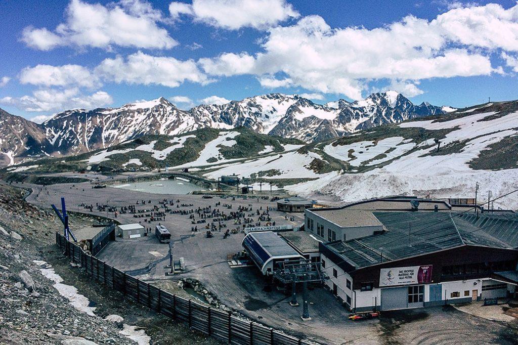 Blick auf die Station am Tiefenbachgletscher