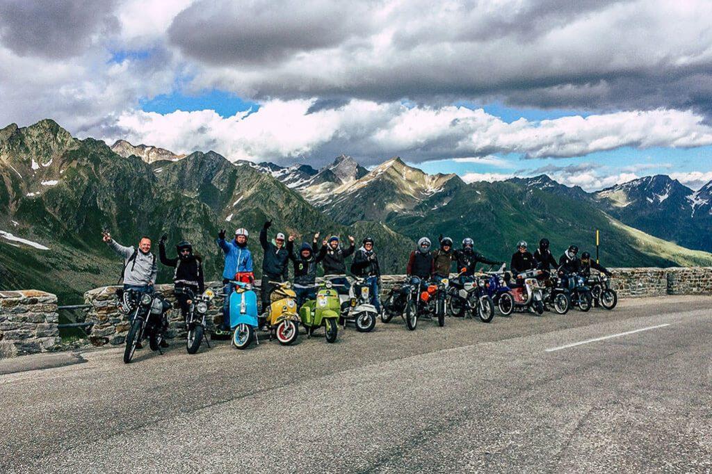 Mopedfahrer am Timmelsjoch im Oetztal