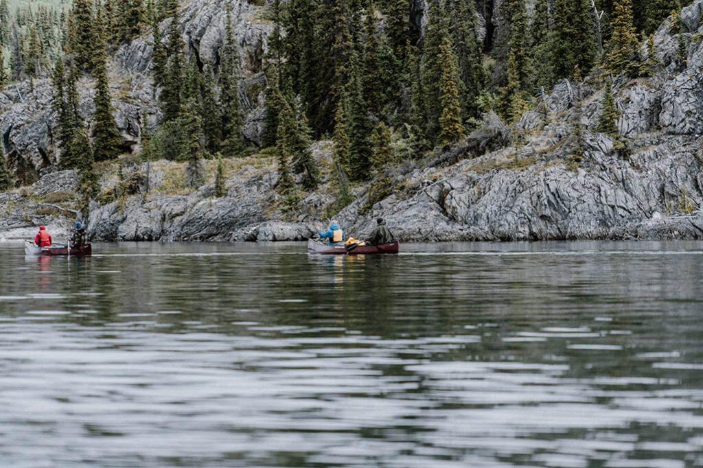 Kanus auf dem Lake Laberge