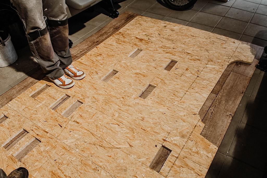OSB-Bodenplatte auf PVC-Bodenbelag zum Maß nehmen