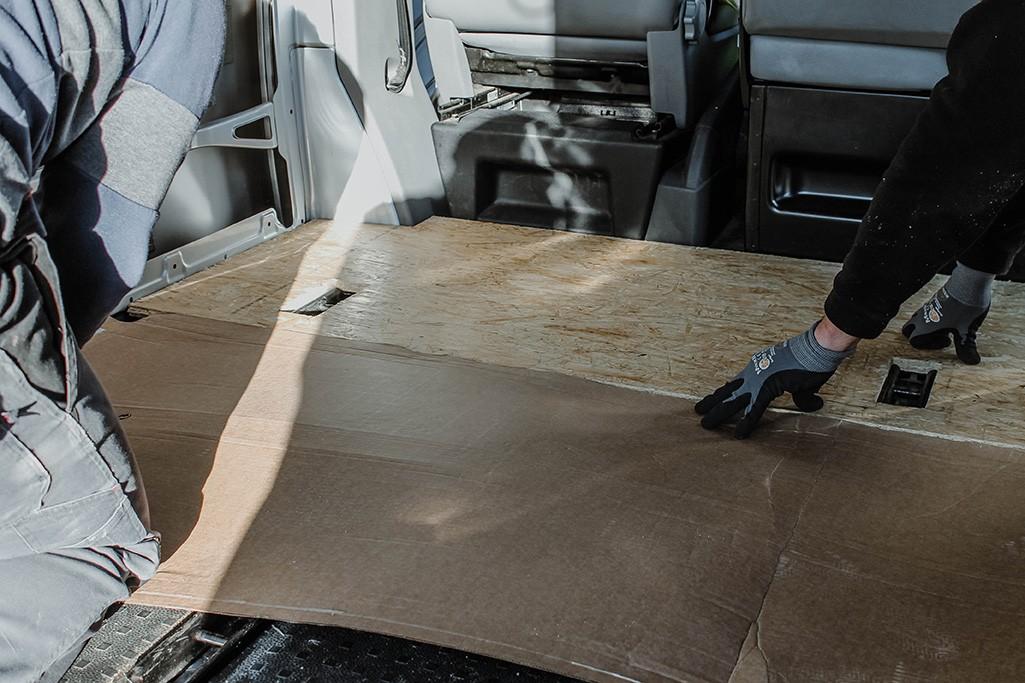 Maß nehmen der OSB-Platte für Boden VW T5