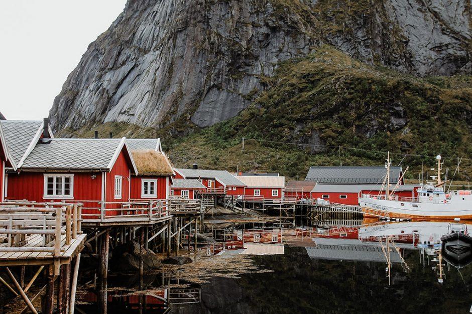 Haeuser in Reine auf den Lofoten