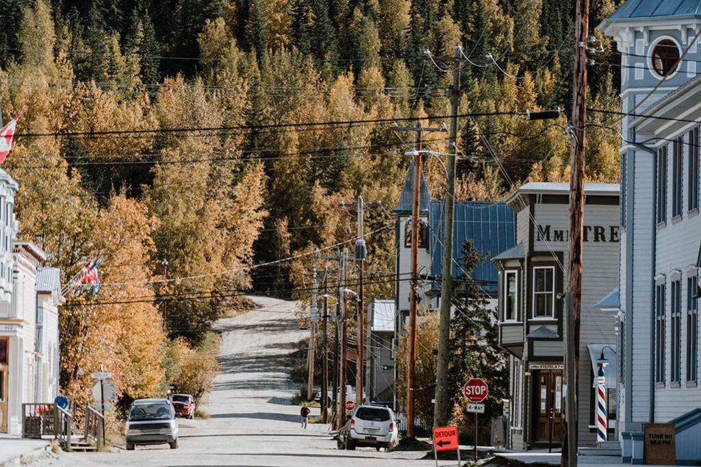 Blick in die Straßen von Dawson City