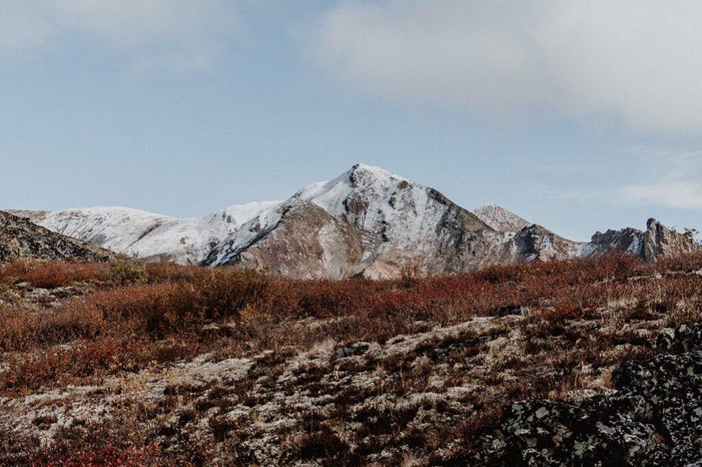 Bergspitze auf dem Weg zum Grizzly Lake