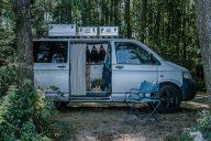 VW T5 Campervan im Wald