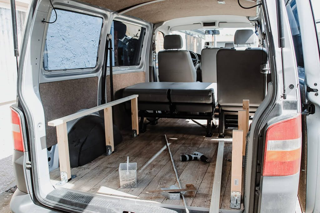 campervan selbstausbau das bett im vw t5 transporter take an advanture. Black Bedroom Furniture Sets. Home Design Ideas
