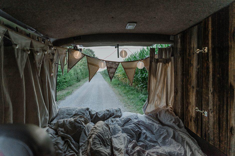 Blick ins Heck vom Selbstausbau VW Campervan