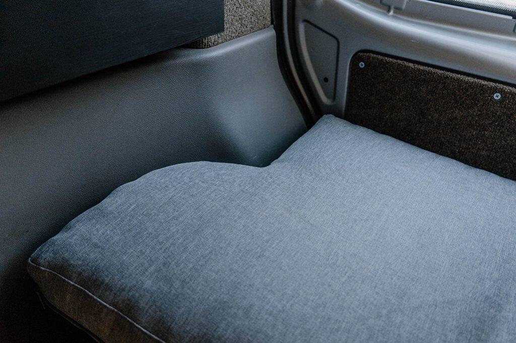 Matratze im VW Bus Ausschnitt Heckklappe