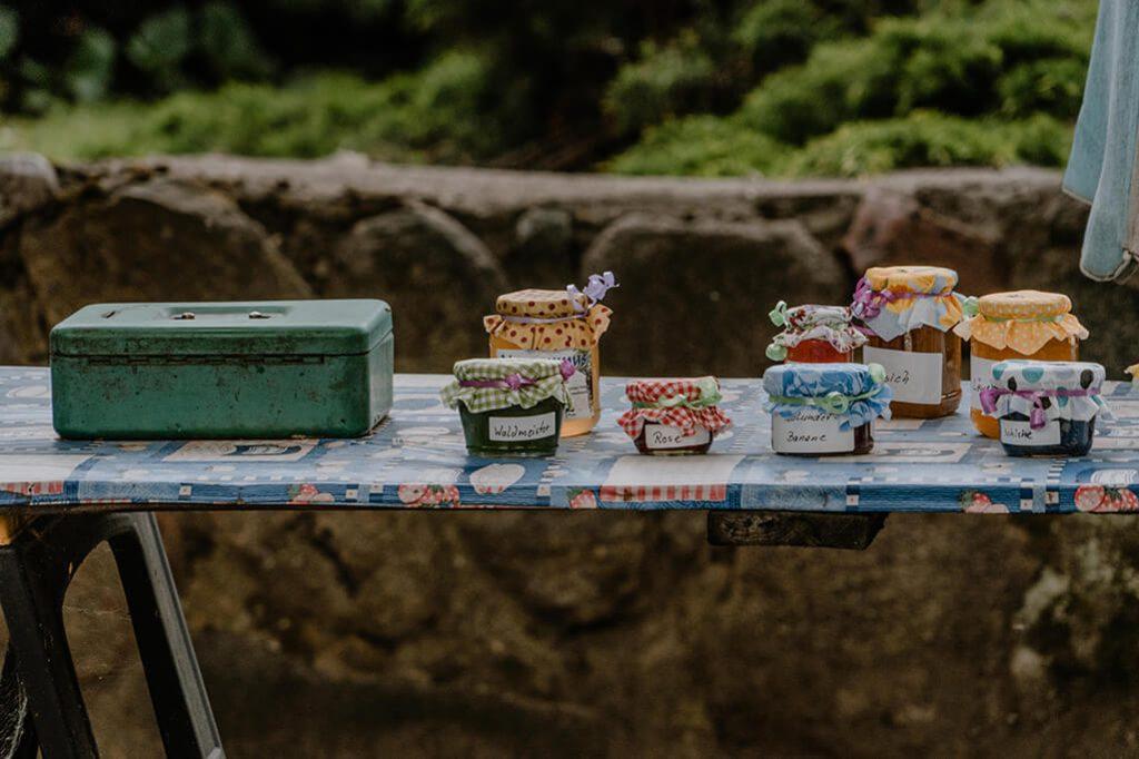 Stand mit selbstgemachter Marmelade im Oderbruch