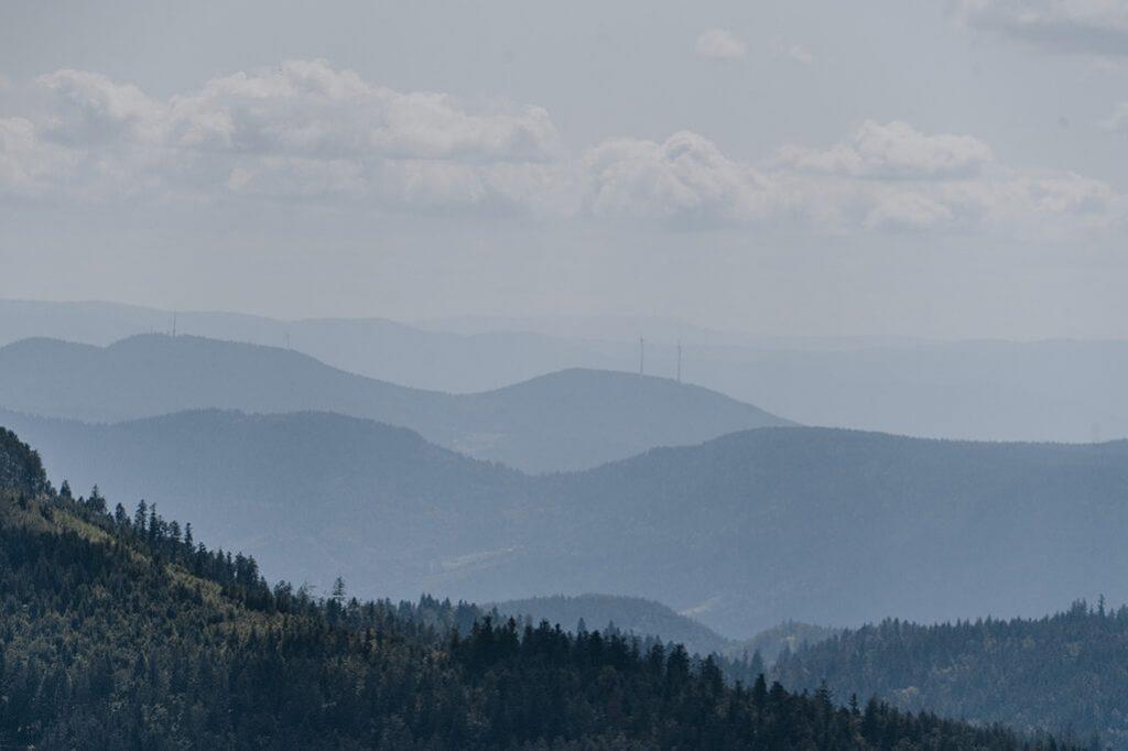 weiter Blick über die Landschaft im Nordschwarzwald