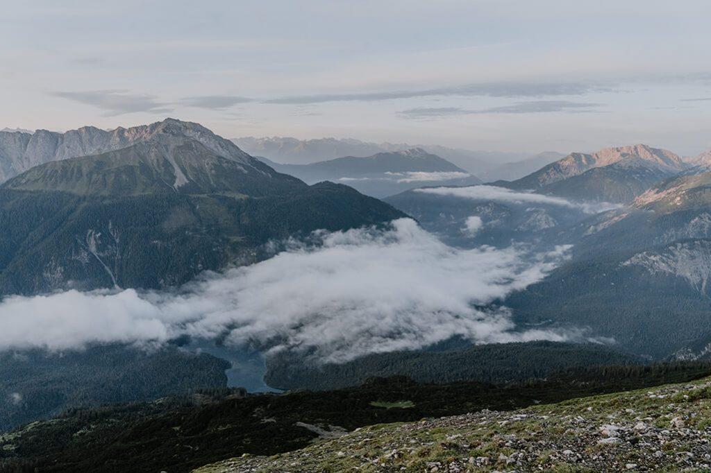 Blick auf die Mieminger Berge in der Tiroler Zugspitz Arena