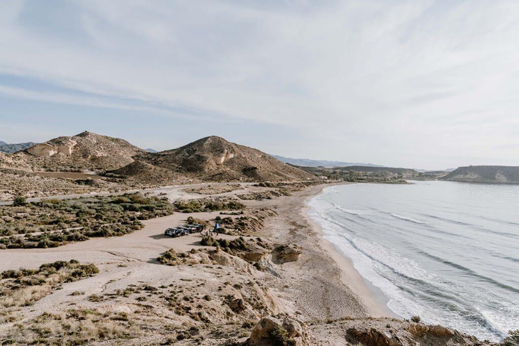 Blick auf Küste Spanien mit VW T4 Bus