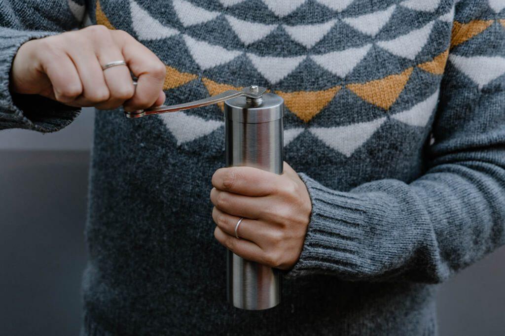 Kaffee von Hand mahlen