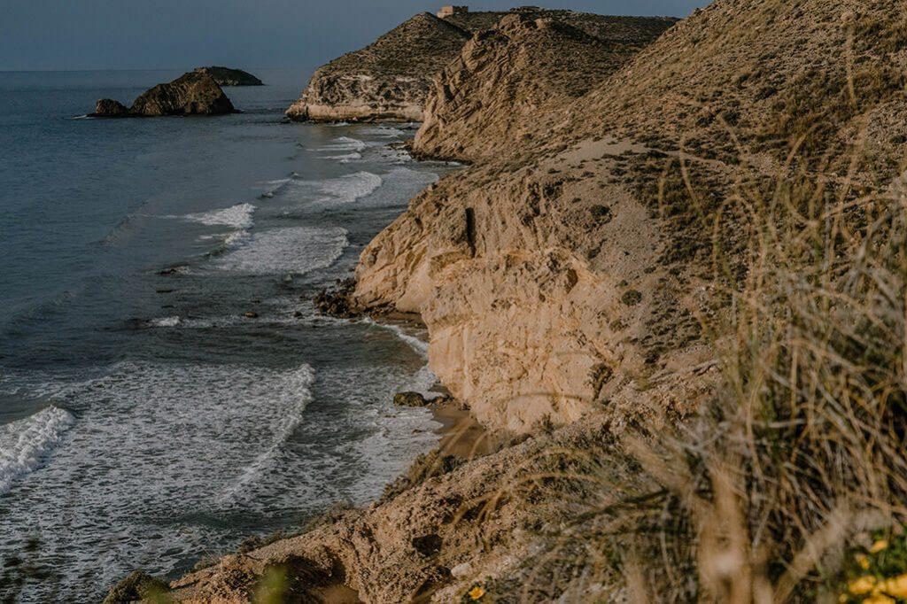 Blick entlang der Ostküste in Spanien
