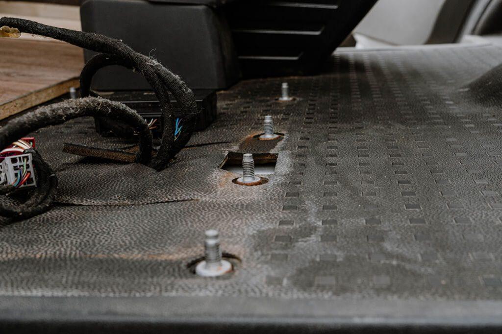 VW T5 Ausbau Doppelsitzbank Gewinde