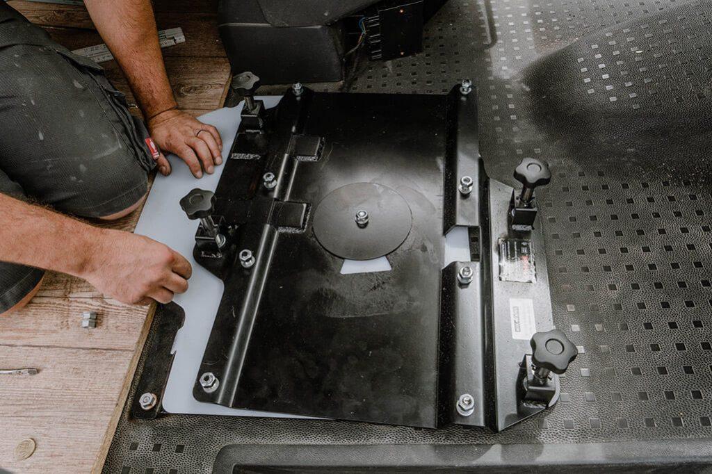 VW T5 Einbau Drehkonsole Doppelsitzbank
