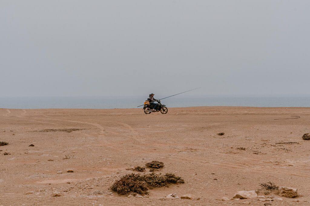 Fischer auf Moped in Marokko