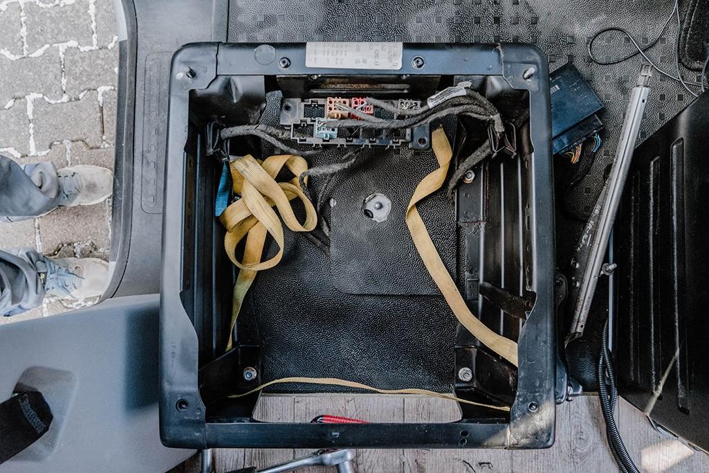 Platz unter Fahrersitz VW T5 für Einbau Elektronik