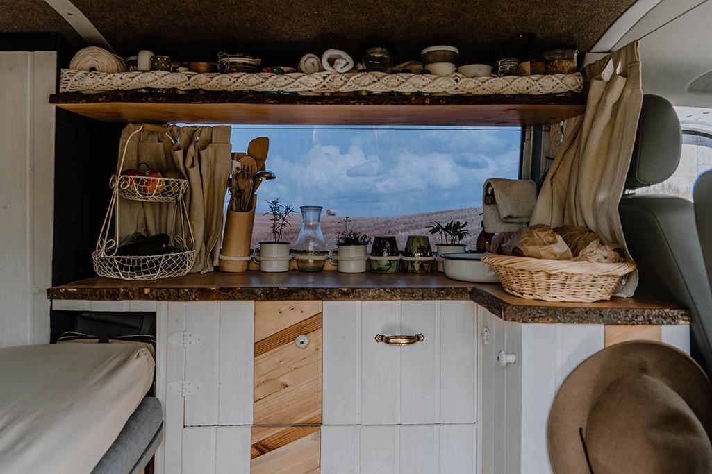 Küche im VW T5 Camper selber bauen - eine Bauanleitung // take an adVANture