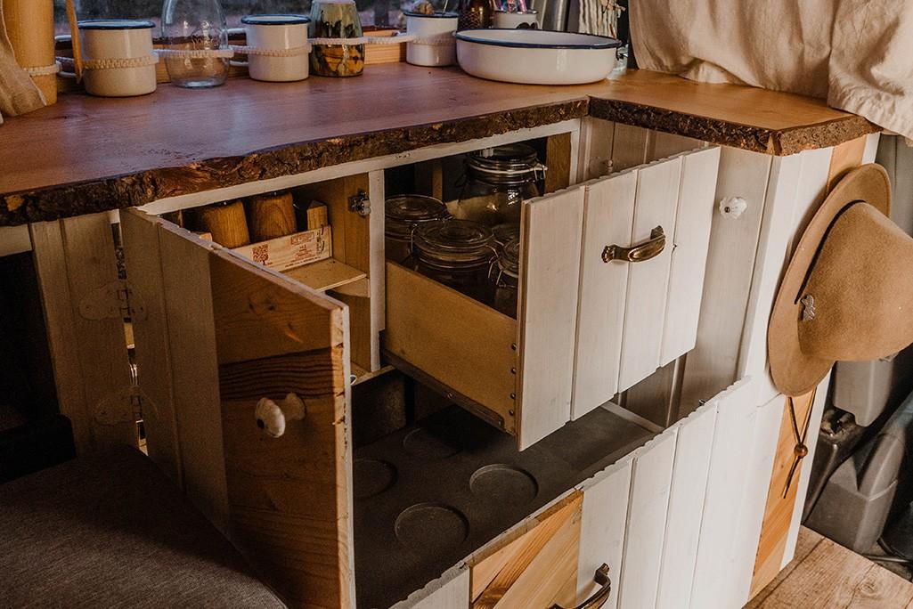 Küchenzeile im VW T5 Camper selbstgebaut