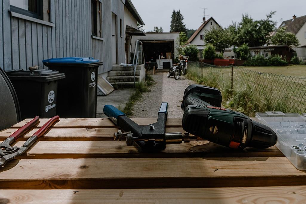 Werkzeug für Befestigung Vorhänge im Camper